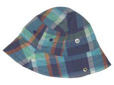 F+F, Kockás kalap